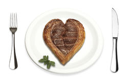 Plasterek piec na grillu mięso w kształcie serce Zdjęcia Stock