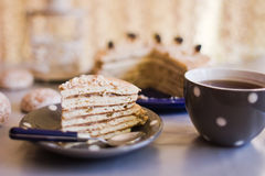 Plasterek tort z herbatą Fotografia Royalty Free