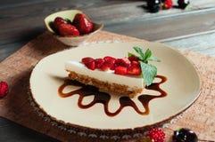 Plasterek truskawka tort, selekcyjna ostrość Obrazy Stock