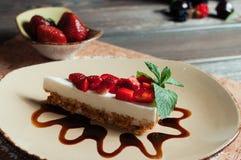 Plasterek truskawka tort, selekcyjna ostrość Zdjęcie Royalty Free