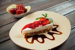 Plasterek truskawka tort, selekcyjna ostrość Fotografia Stock