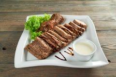 Plasterki faszerujący mięso z czosnku kumberlandem Obrazy Royalty Free