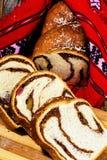 Plasterki Rumuński gąbka tort z czerwony tradycyjnym zdjęcie stock