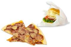 Plasterki serowa pizza i hamburger na bielu Zdjęcia Royalty Free