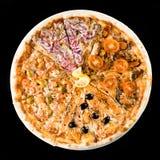 Plasterki tradycyjna Włoska wyśmienicie pizza z różnym wierzchołkiem fotografia royalty free