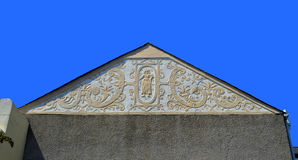 Plasterwork adornado en el extremo de aguilón de una casa en País de Gales Imágenes de archivo libres de regalías