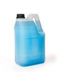Plasti behållare mycket av blå kemisk flytande som isoleras på vit backgr Royaltyfria Bilder
