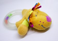 Plastic babyrammelaar met hond` s hoofd Stock Fotografie