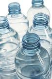plastic blåa flaskor Arkivbild
