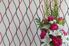 Plastic bloemen. royalty-vrije stock afbeeldingen