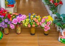 Plastic bloemen voor tuin Royalty-vrije Stock Fotografie