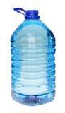 Plastic die fles drinkwater op wit wordt geïsoleerd Royalty-vrije Stock Foto