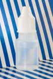 Plastic druppelbuisjefles Stock Foto