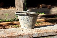 Plastic emmers cement voor bouw Stock Fotografie