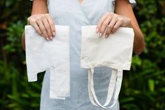 Plastic en opnieuw te gebruiken zakken stock fotografie