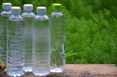 Plastic fles koel en zoet water royalty-vrije stock afbeelding