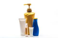Plastic flessen van lichaamsverzorging en schoonheidsproducten royalty-vrije stock afbeelding