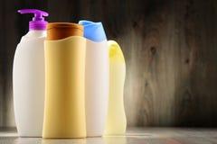 Plastic flessen van lichaamsverzorging en schoonheidsproducten Royalty-vrije Stock Foto's
