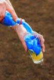 Plastic flessenhoogtepunt van plastic zakken Stock Afbeeldingen