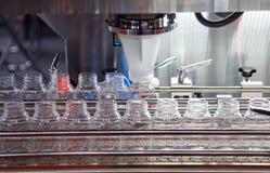 Plastic flessenvullenmachine royalty-vrije stock foto's