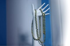Plastic hand met halsband Stock Fotografie