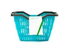 Plastic het winkelen mand met lege het winkelen lijst. Royalty-vrije Stock Fotografie