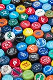 plastic kappen van verschillende dranken, van bier, soda royalty-vrije stock afbeelding