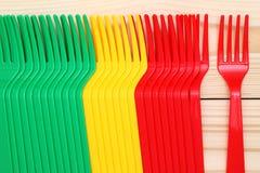 Plastic kleurrijke vorken Stock Afbeeldingen