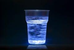 Plastic kop met waterbellen Royalty-vrije Stock Fotografie