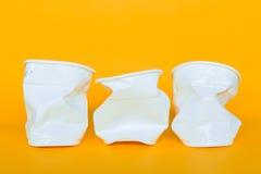 Plastic koppen in het huisvuil Royalty-vrije Stock Foto