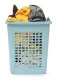 Plastic mand met kleren royalty-vrije stock foto