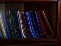 Plastic omslagen in een archief stock fotografie