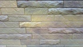 Plastic panelen onder een baksteen Royalty-vrije Stock Afbeeldingen