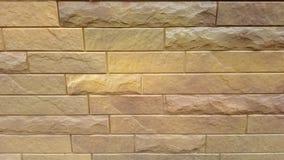 Plastic panelen onder een baksteen Stock Fotografie