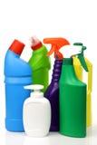 Plastic schoonmakende flessen in diverse kleuren Stock Afbeeldingen