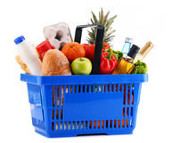 Plastic shopping basket with assorted grocery products Royalty Free Stock Photography