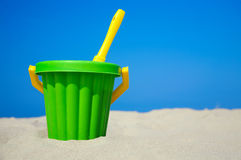 Plastic spade and bucket in sand Royalty Free Stock Photos