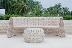 Plastic stoel en lijstweefsel Stock Fotografie