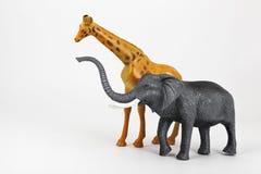 Plastic stuk speelgoed dierengiraf en olifant Stock Fotografie