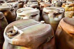 Plastic vaten van giftig afval bij de stortplaats Royalty-vrije Stock Afbeelding