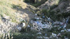 Plastic verontreiniging in aard stock footage