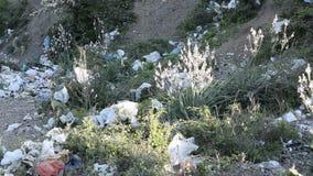 Plastic verontreiniging in aard stock videobeelden