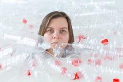Plastic verontreinigingsprobleem en milieubescherming E Sparen aardeconcept stock foto