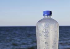 Plastic waterfles royalty-vrije stock afbeeldingen