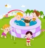 Plastic zwembad met jonge geitjes Royalty-vrije Stock Fotografie