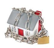 Plastica di modello della Camera con la catena ed il lucchetto Fotografia Stock Libera da Diritti