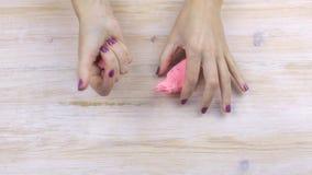 Plasticine συμπιέσεων χεριών, ανακουφίζοντας πίεση απόθεμα βίντεο