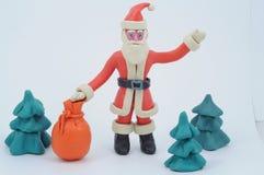 Plasticine Papá Noel con un bolso de regalos fotografía de archivo libre de regalías