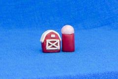 Plasticineschuur op kleurrijke achtergrond Royalty-vrije Stock Fotografie