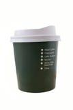 Plastiek/document koffiekop voor meeneem op wit Stock Foto